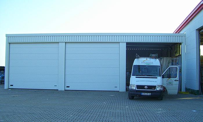 LKW Garage in Reihe